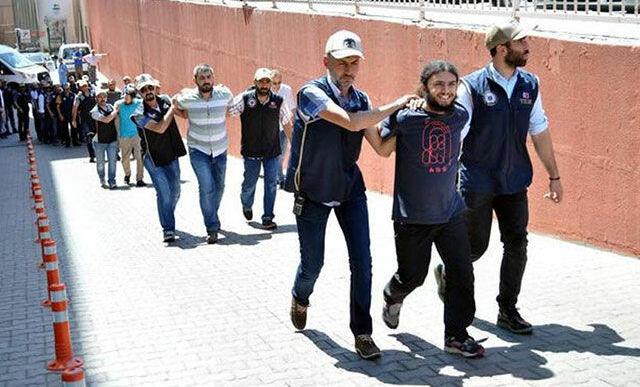 Kılıçdaroğlu'nun 15 Haziran 2017'de başlattığı 'Adalet Yürüyüşü'nün Kocaeli etabına kiralık minibüsle saldırı planı yaparken yakalanan IŞİD şüphelisi Oğuzhan Korkmaz'ın da aralarında bulunduğu 5 kişi tutuklandı.