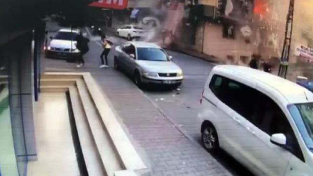 Gaziosmanpaşa'da gaz sızıntısı nedeniyle meydana gelen patlama anı kamerada