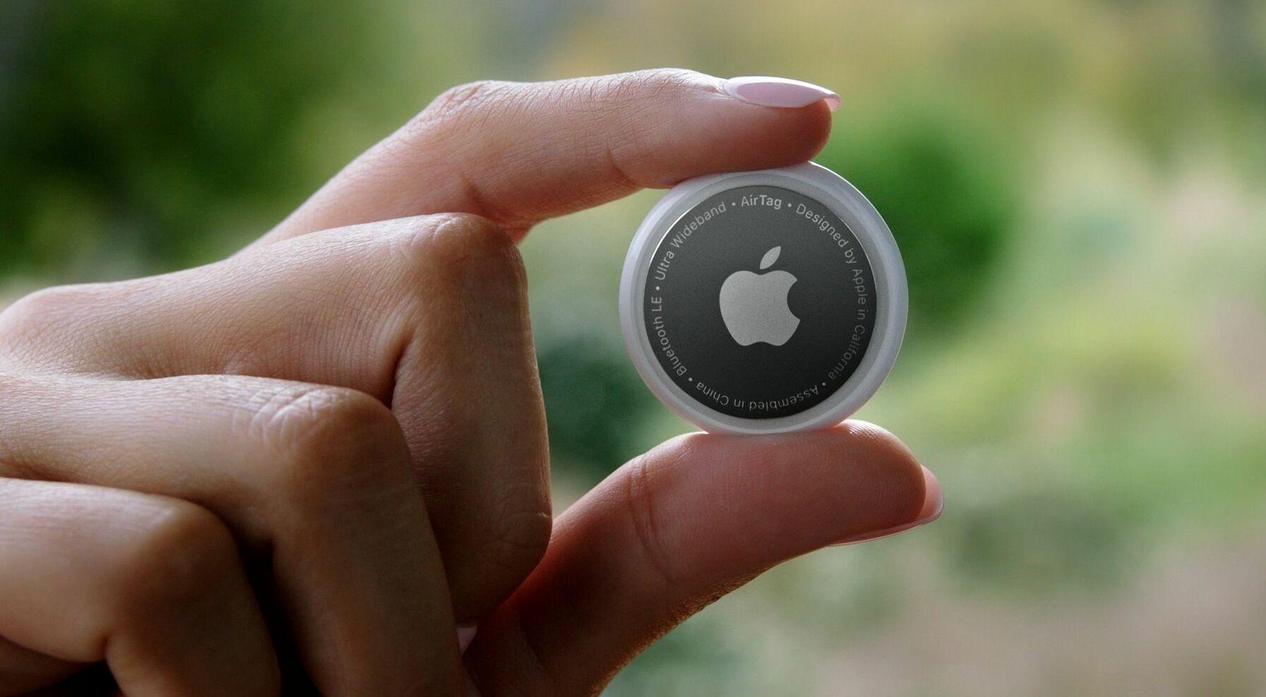 Kısa mesafe geniş bant kablosuz bağlantı üzerinden değerli eşyalarınızı takip etmenizi sağlayan Apple AirTagde lansmada tanıtılan diğer bir ürün. Ürünün ABD fiyatı 29 dolar olarak belirlenirken, 4'lü paketin fiyatı ise 99 dolar oldu.