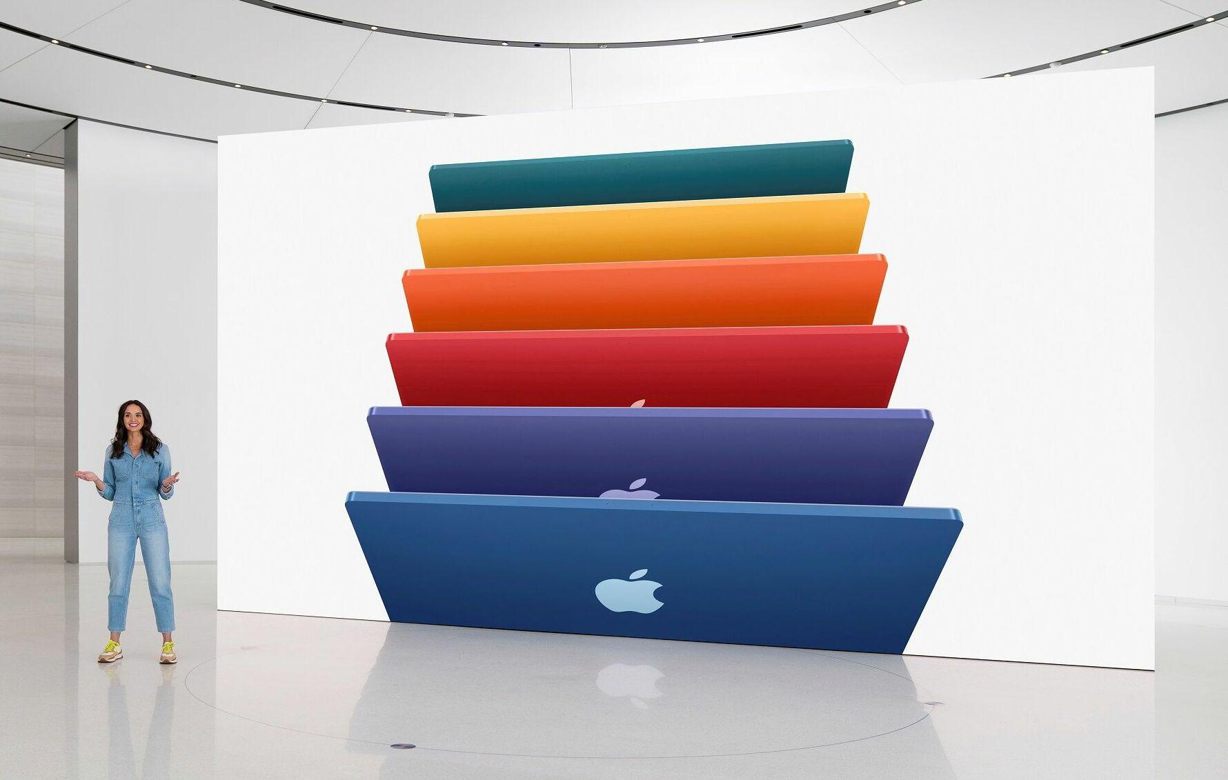 Lansmanın bir diğer sürprizi de yeni iMac oldu. M1 ile gelen ürün, ince yapısı ile öne çıkıyor. Yeni iMac, 2 thunderbolt ve 2 USB-C bulunduruyor.