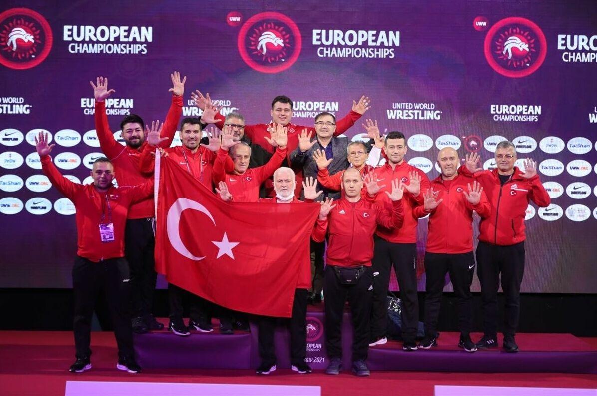 En fazla Avrupa şampiyonluğuna ulaşan Türk sporcu unvanının sahibi olan Rıza Kayaalp, kendisine ait rekoru geliştirdi.