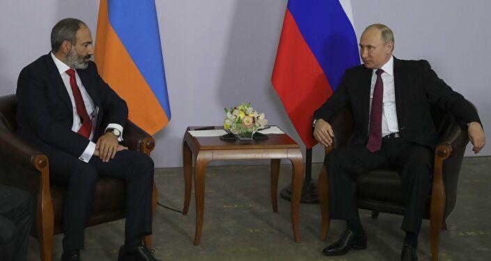Putin ve Paşinyan